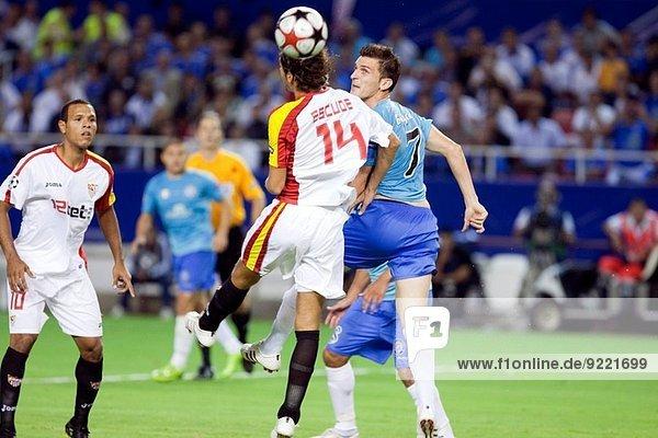 zwischen inmitten mitten nehmen Spiel springen Sevilla Ball Spielzeug Spanien