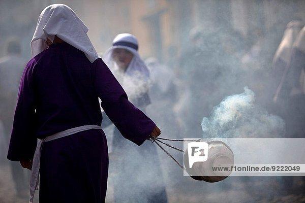 Junge - Person Heiligkeit Ostern Guatemala Weihrauch Merced Prozession Brotaufstrich Woche