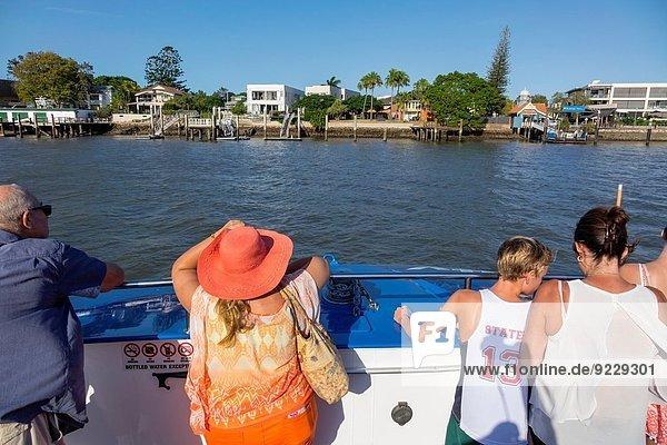 Frau Gebäude Hut fahren Ufer Boot Öffentlicher Verkehr Fähre Passagier Australien Brisbane Queensland