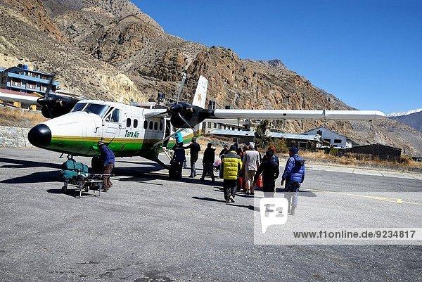 Otter Lutrinae Zwilling - Person Flughafen Himmel Luftfahrzeug Mustang Nepal