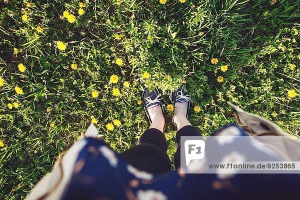 Blick auf die Schuhe des Fotografen