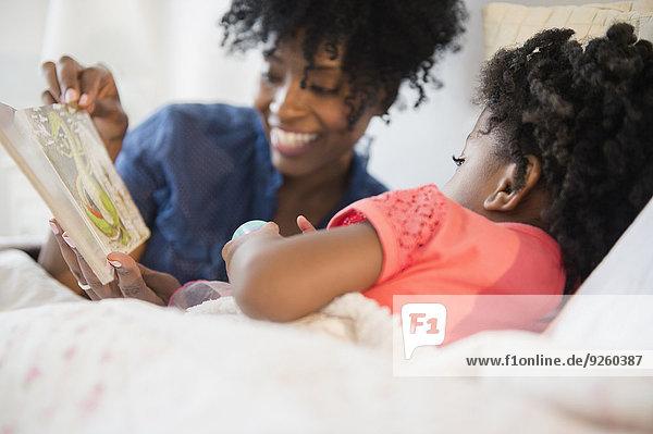 Bett Tochter Mutter - Mensch vorlesen