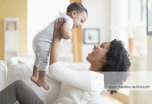 Couch mischen Mutter - Mensch Baby Mixed spielen