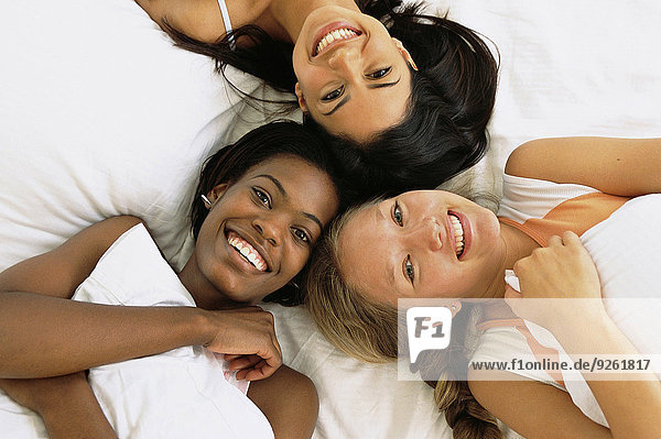 Zusammenhalt Freundschaft Entspannung Bett