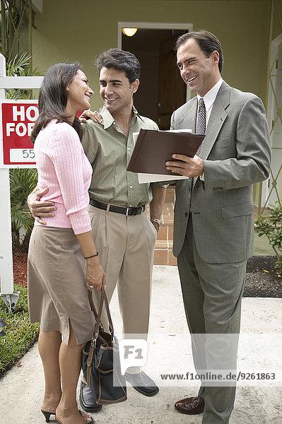 Papier Wohnhaus Immobilienmakler neu unterschreiben