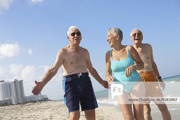 Senior Senioren Freundschaft Entspannung Strand