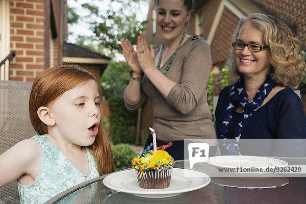 Europäer Frau Fest festlich Geburtstag 3 Generation
