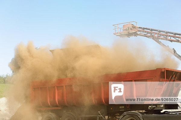 Deutschland  Baden-Württemberg  Müllverbrennungsanlage TREA Breisgau  Schrotttransport