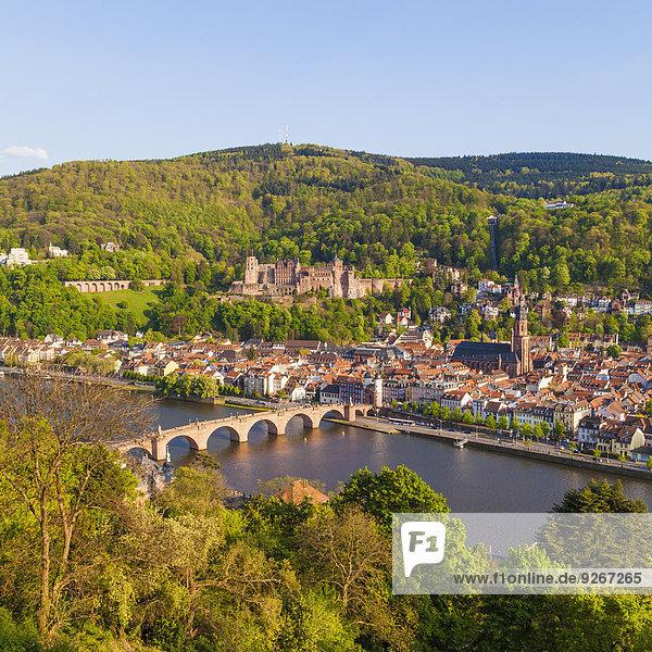 Deutschland  Baden-Württemberg  Heidelberg  Blick auf Altstadt  Alte Brücke  Heilig-Geist-Kirche und Heidelberger Schloss