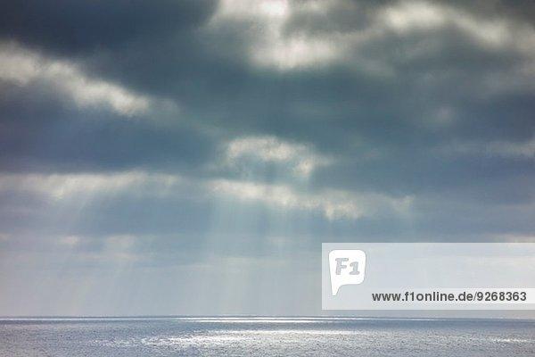 Stürmischer Himmel und Ozean  Lanzarote  Kanarische Inseln  Spanien Stürmischer Himmel und Ozean, Lanzarote, Kanarische Inseln, Spanien
