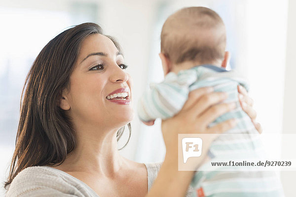 Mutter - Mensch Baby spielen