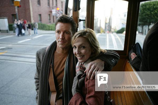 reifer Erwachsene reife Erwachsene Straßenbahn