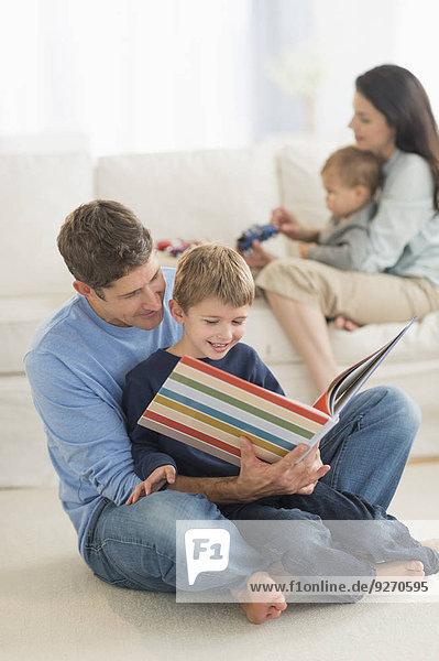 Menschlicher Vater Sohn Menschliche Eltern 12 vorlesen