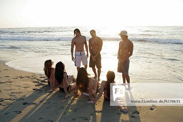 Mensch Entspannung Menschen Strand Ansicht jung