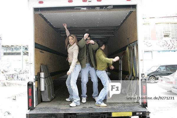 Kleintransporter Mensch Menschen tanzen Ansicht 3 Lieferwagen