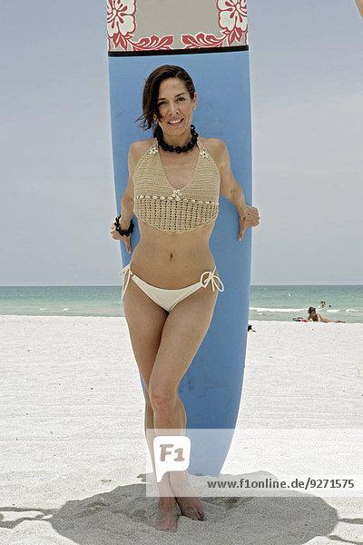 Portrait Frau Surfboard