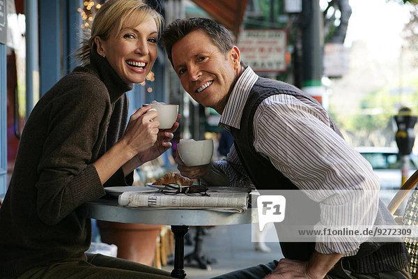sehen Cafe reifer Erwachsene reife Erwachsene Blick in die Kamera Außenaufnahme