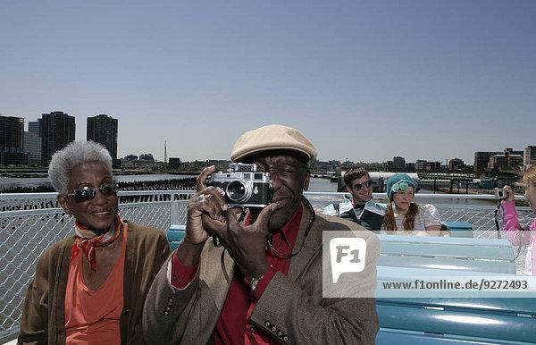 einsteigen nehmen Boot Passagier Gemälde Bild