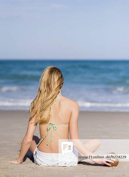 junge Frau junge Frauen Strand