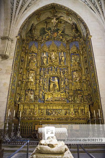 Retabel in der Kapelle der heiligen Anna von Gil de Siloe  in der Kathedrale von Burgos  Burgos  Kastilien und León  Spanien