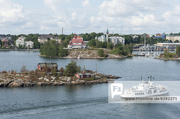 Insel Ryssholmen an der Hafeneinfahrt von Helsinki  hinten Insel Luoto mit Restaurant Archipel  Helsinki  Finnland