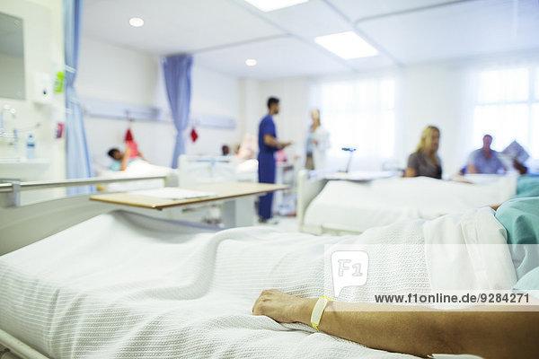 Patientenlagerung im Krankenhausbett