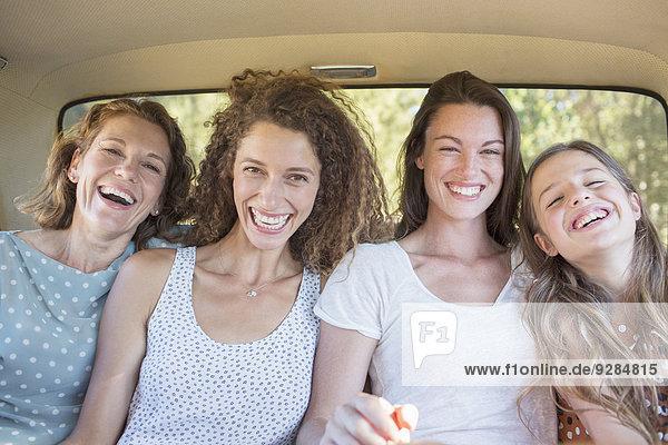 Für Frauen  die gemeinsam auf dem Rücksitz sitzen