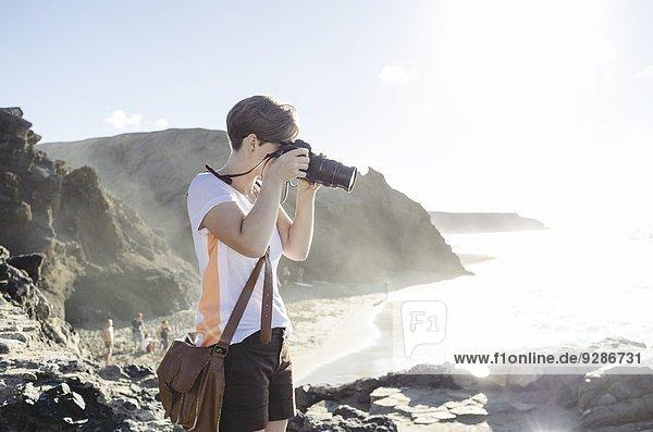 Frau Fotografie nehmen Strand