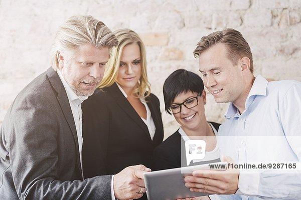 Mensch sehen Menschen Tablet PC Business