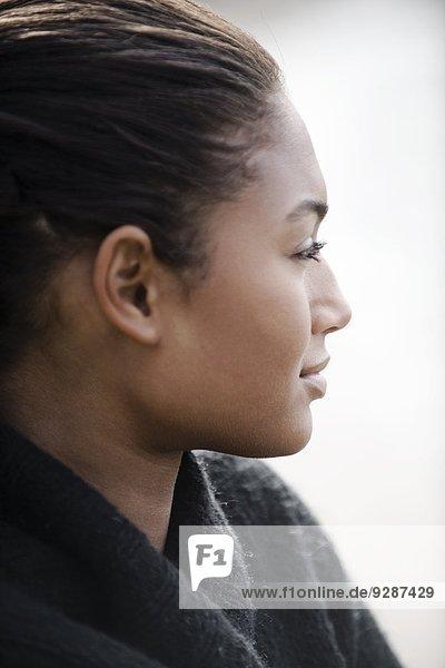 junge Frau junge Frauen sehen wegsehen Reise