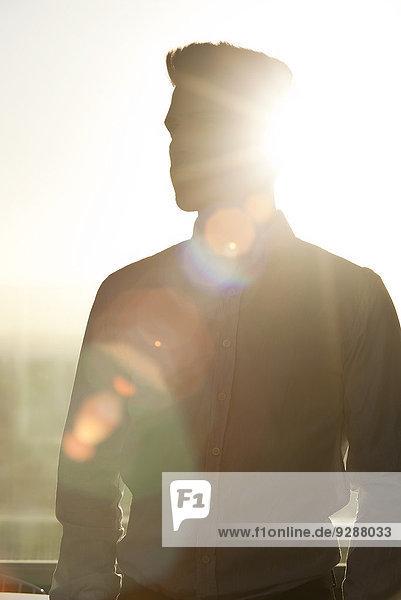 Junger Mann  Silhouette