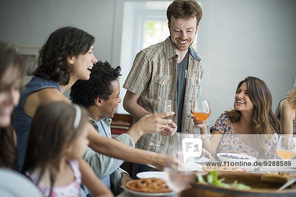 geselliges Beisammensein Gericht Mahlzeit Tisch