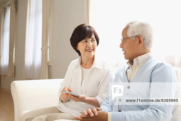 Senior Senioren Couch Erwachsener japanisch
