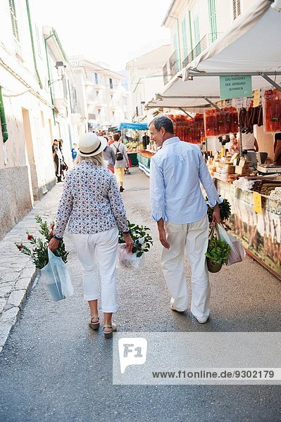 Paarkauf auf dem Markt  Mallorca  Spanien
