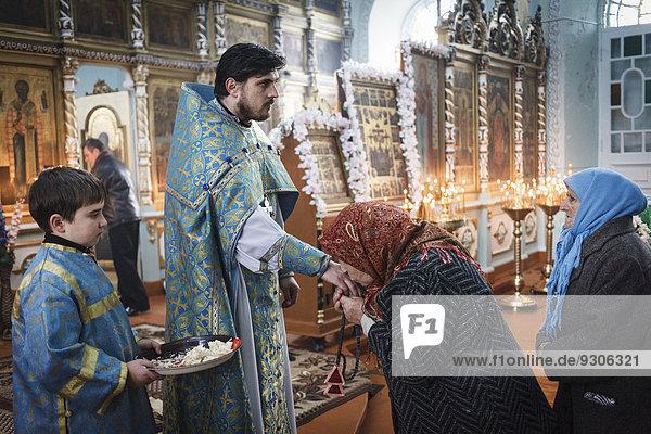 Frühmesse am Dreikönigsfest in der Gemeinde der orthodoxen Altgläubigen  Vilkovo  Ukraine