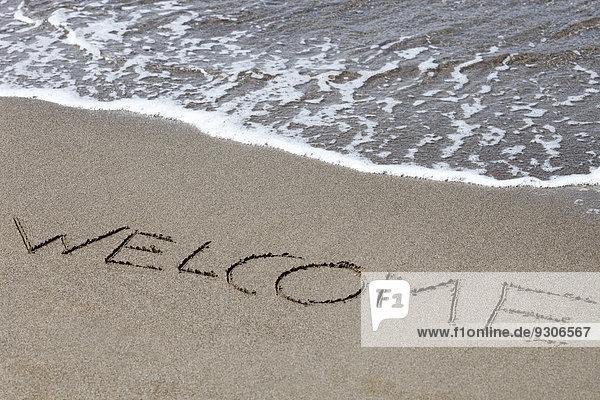 Welcome gemalt im Sand  Italien  Europa