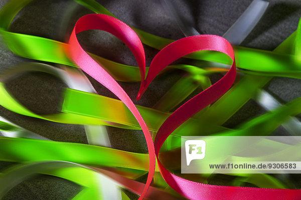 Herz aus Papierband