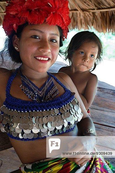 Nationalpark Tropisch Tropen subtropisch Wasser Portrait Frau 4 Mensch Menschen Produktion See Fluss Dorf Indianer amerikanisch Anfang Entdeckung bauen Angebot Damm Ethnisches Erscheinungsbild Naturvolk Hektar Panama Regenwald Volksstamm Stamm