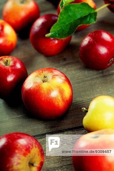 Holztisch rot Apfel