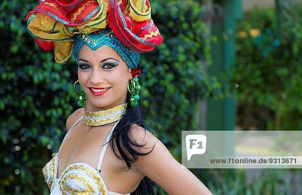 Farbaufnahme Farbe Portrait Schönheit Tänzer Tourist Kostüm - Faschingskostüm Trinidad und Tobago 12 Show