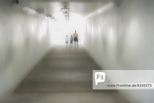 gehen Tunnel Unterführung Mutter - Mensch