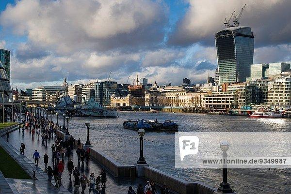 London Hauptstadt Großstadt Hochhaus Fluss Themse Nachmittag England
