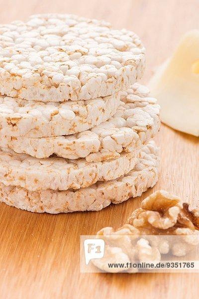 Lifestyle Lebensmittel Gesundheit Kuchen Reis Reiskorn Stapel Walnuss