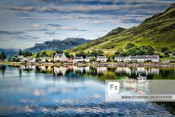 Schönheit Fotografie klein Boot Dorf Dornie