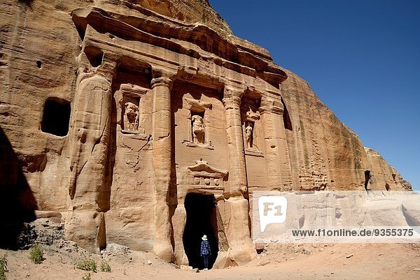 Felsbrocken Fassade Hausfassade römisch Sandstein Grabmal