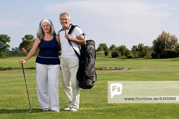 reifer Erwachsene reife Erwachsene Golfsport Golf Kurs