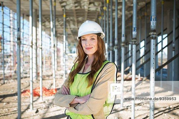 Portrait des Bauleiters auf der Baustelle