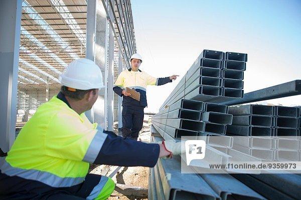 Bauherr und Bauleiter Kontrollträger auf der Baustelle