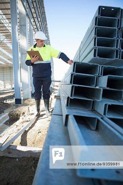 Bauleiter Kontrollträger auf der Baustelle