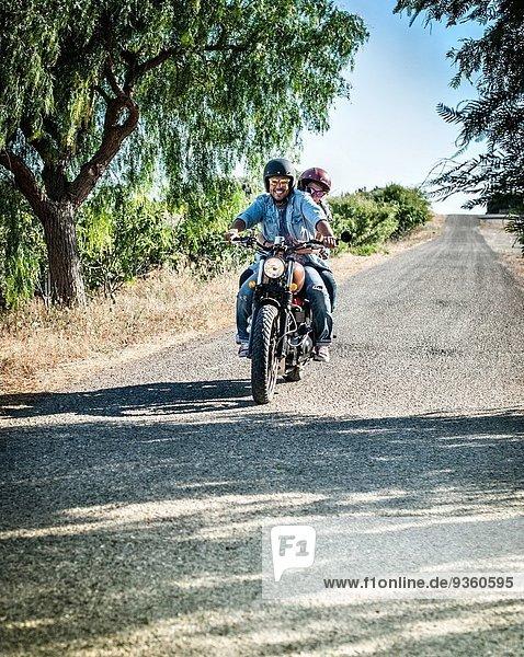 Motorradfahren auf der Landstraße  Cagliari  Sardinien  Italien